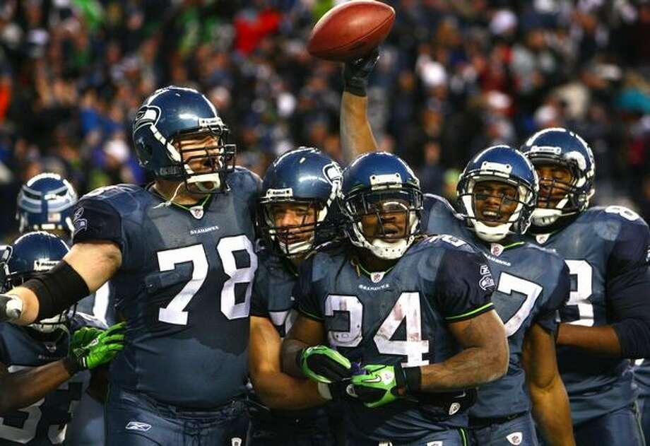 Seahawks players celebrate a fourth-quarter touchdown by Marshawn Lynch (24). Photo: Joshua Trujillo, Seattlepi.com / seattlepi.com