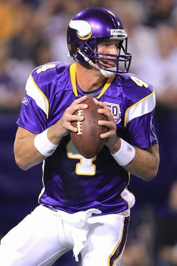 MINNEAPOLIS - AUGUST 28: Brett Favre #4 of the Minnesota Vikings looks to pass against the Seahawks during a preseason NFL game at Mall of America Field at the Hubert H. Humphrey Metrodome on August 28, 2010 in Minneapolis, Minnesota. Photo: Getty Images / Getty Images