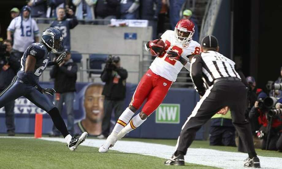 Kansas City Chiefs wide receiver Dwayne Bowe (82) makes his first touchdown catch against Kelly Jennings (21) of the Seattle Seahawks at Qwest Field. Photo: Getty Images / Getty Images