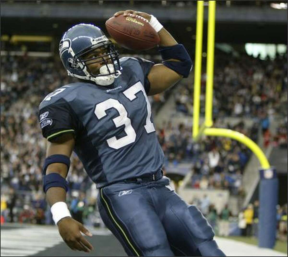 Shaun Alexander goes into his