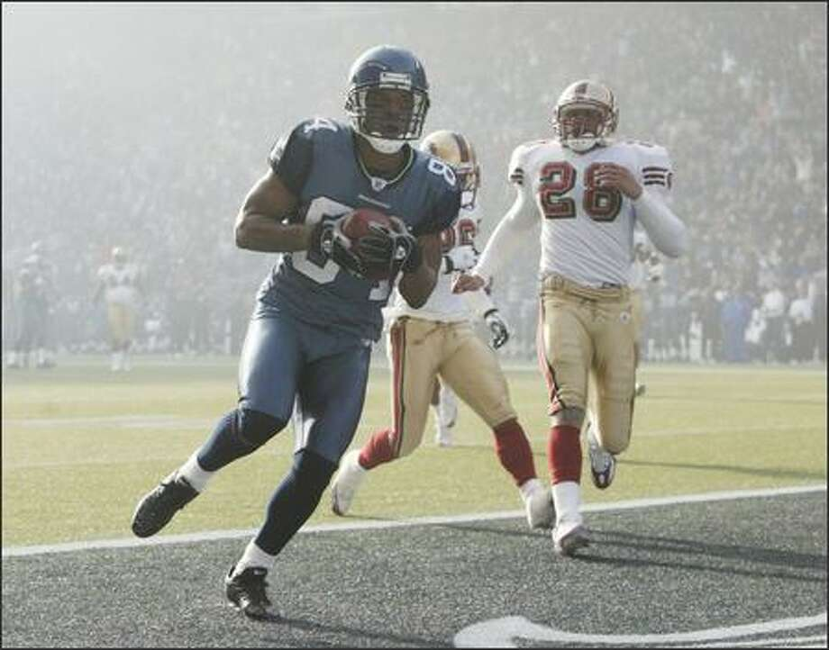 Seahawks' Bobby Engram scores the first touchdown against the San Francisco 49ers during first quarter play. Photo: Dan DeLong, Seattle Post-Intelligencer / Seattle Post-Intelligencer