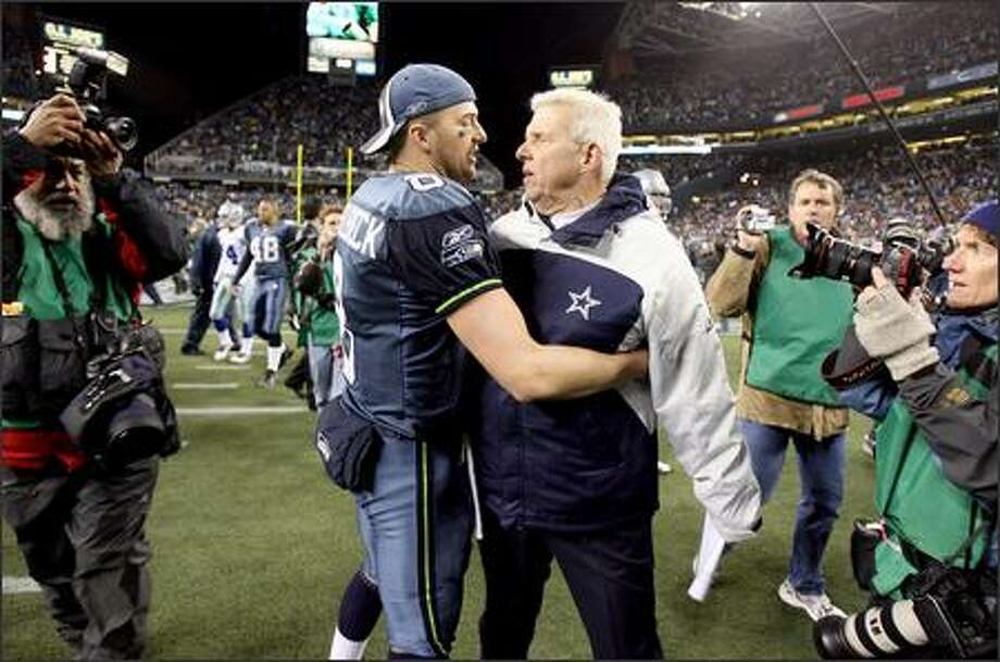 Seahawks quarterback Matt Hasselbeck embraces Cowboys coach Bill Parcells after the game. Photo: Mike Urban, Seattle Post-Intelligencer / Seattle Post-Intelligencer
