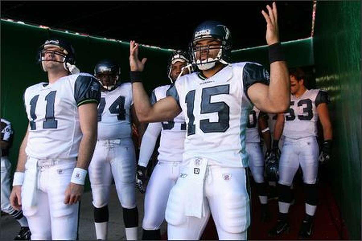 Seattle Seahawks Seneca Wallace motions to