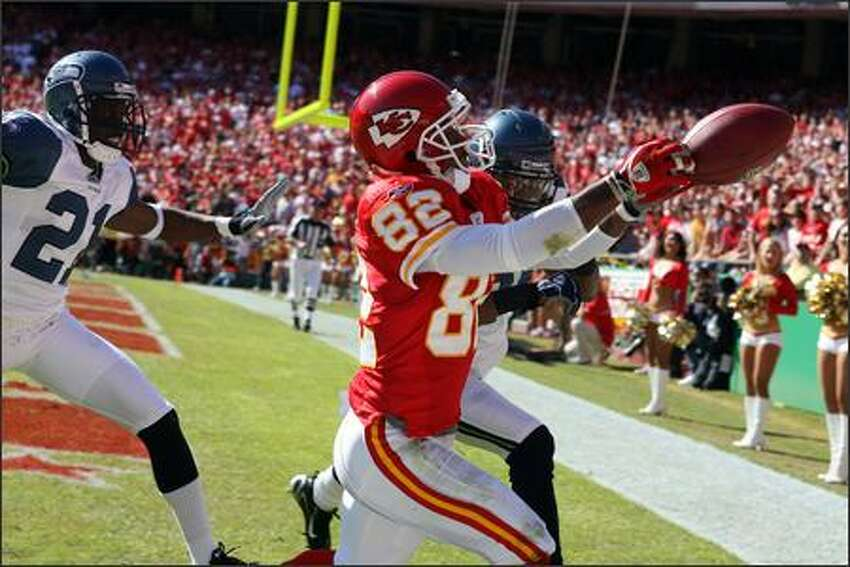Kansas City Chiefs' Dante Hall was unable to grab this pass from Damon Huard during first quarter action against the Seattle Seahawks' Kelly Jennings (21) and Ken Hamlin (26).