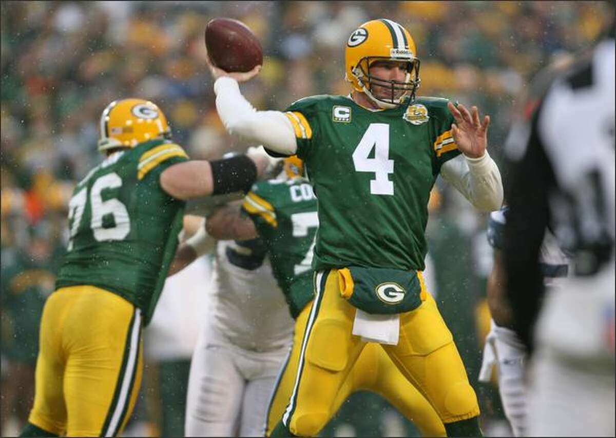 Brett Favre unloads a pass in the first quarter.