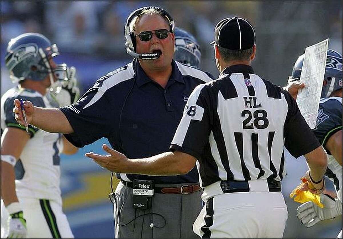 Seattle coach Mike Holmgren argues with head linesman Mark Hittner after a play in the first quarter. (AP Photo/Chris Park)