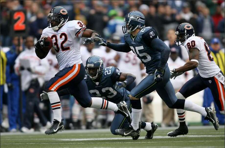 Chicago Bears running back Cedric Benson runs for a 43-yard touchdown, as Seattle's Marcus Trufant and Brian Russell pursue on the second play from scrimmage in the 1st quarter. Photo: Dan DeLong, Seattle Post-Intelligencer / Seattle Post-Intelligencer