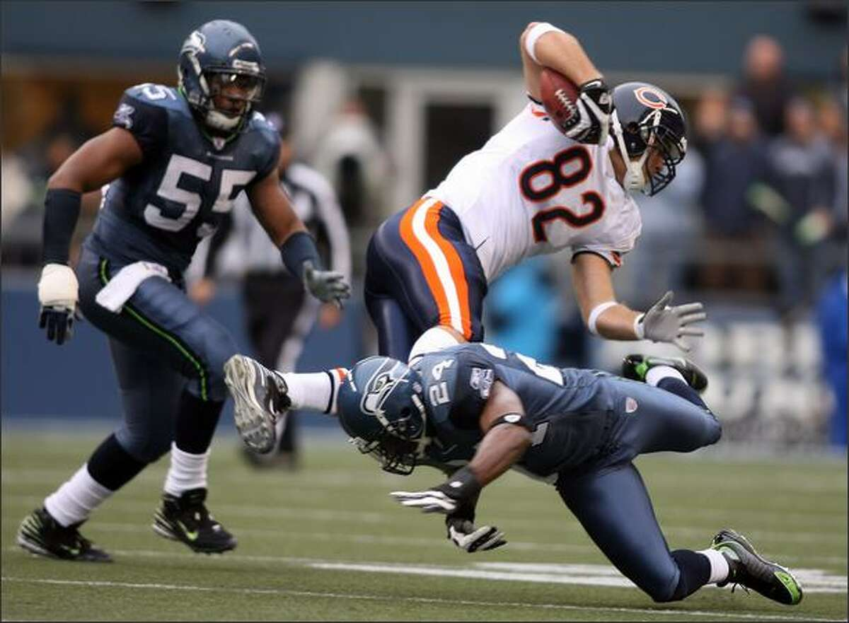 Seattle Seahawks safety Deon Grant trips up Chicago Bears tight end Greg Olsen on a five-yard gain during the first quarter.
