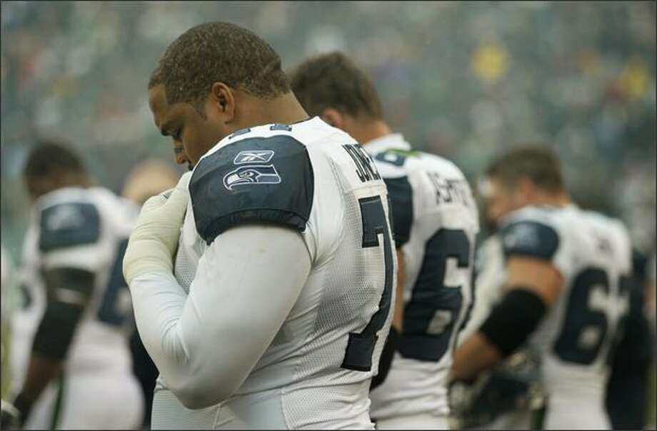 Seattle Seahawks offensive tackle Walter Jones paused with other players during a moment of silence for Washington Redskins safety Sean Taylor, who was killed during a robbery of his home last week. Photo: Dan DeLong, Seattle Post-Intelligencer / Seattle Post-Intelligencer