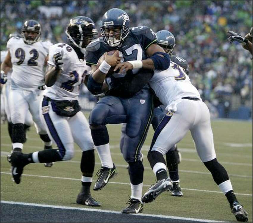 Shaun Alexander dances into the end zone after a 14-yard catch and run in the second quarter as the Seattle Seahawks beat the Baltimore Ravens 27-6 at Qwest Field.