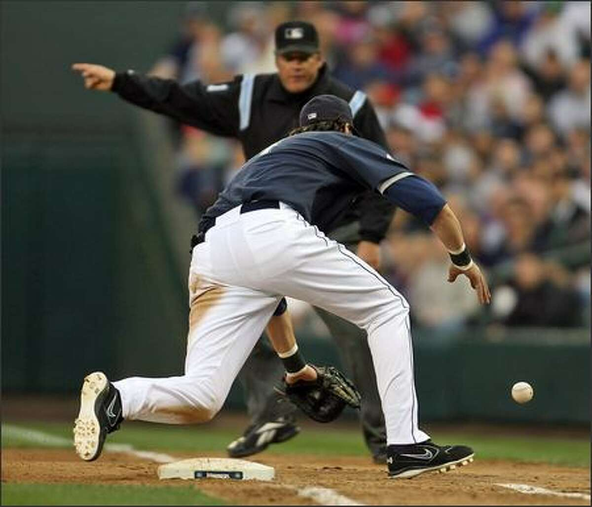 Mariners Richie Sexson chases a ball hit by the Yankees' Robinson Cano during the fourth inning.