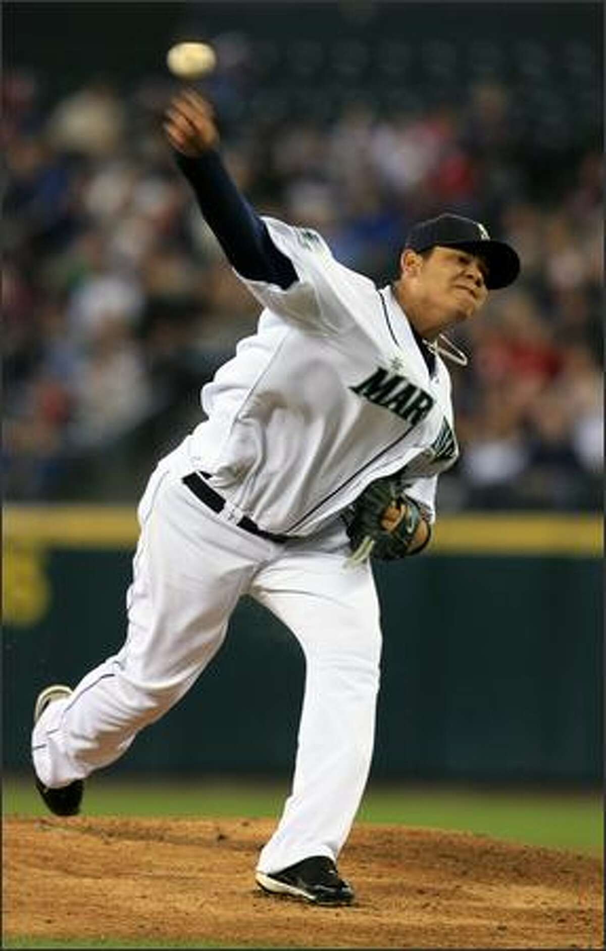 Seattle Mariners starter Felix Hernadez throws against the San Diego Padres during the 1st inning.