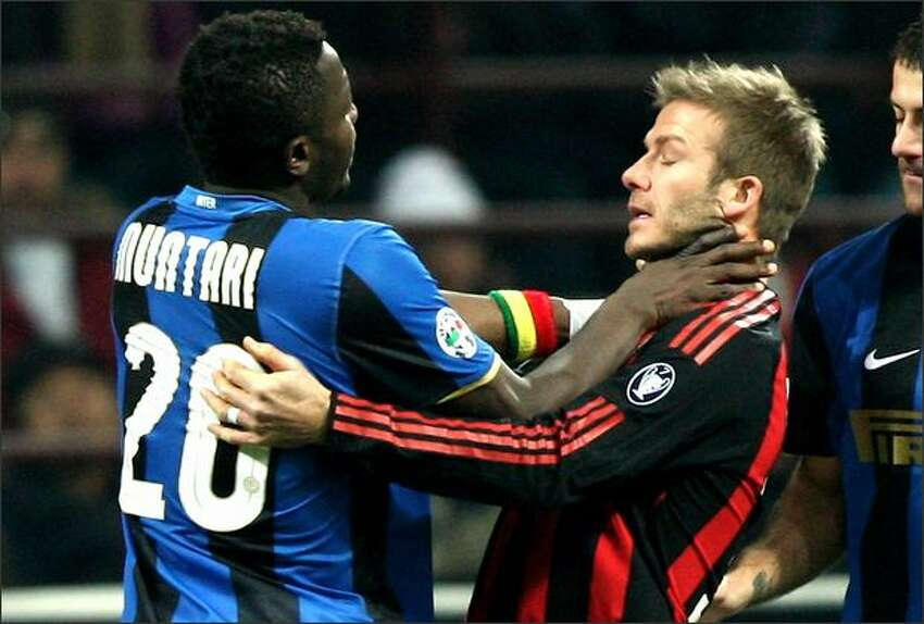 Sulley Ali Muntari gets s grip on David Beckham during FC Inter Milan v AC Milan - Serie A match on February 15, 2009 in Milan, Italy. (Photo by Vittorio Zunino Celotto/Getty Images)