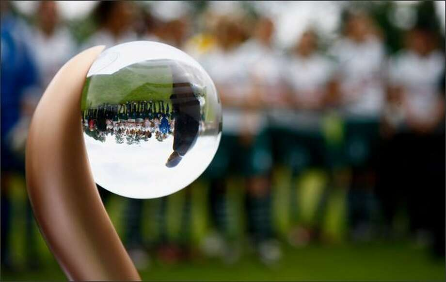 The team of Duisburg is reflected in the championship trophy during the Women's Bundesliga match between FCR 2001 Duisburg and SC Freiburg at the PCC stadium on Sunday in Duisburg, Germany. Photo: Getty Images / Getty Images