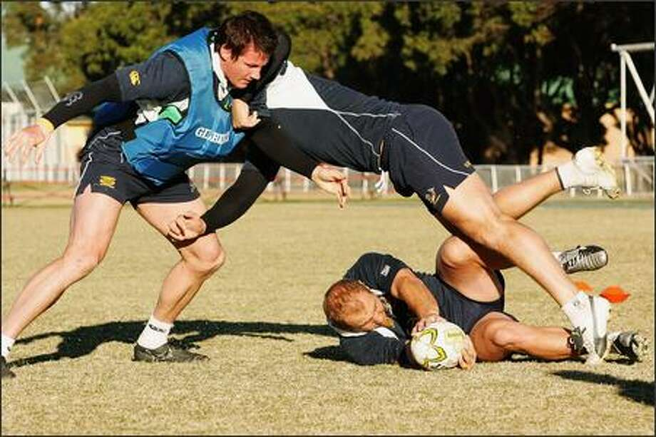 Wikus van Heerden, Pedrie Wannenburg and Gary Botha of the Springboks run through drills during the South African Springboks training session at St. Josephs College on July 3, 2007 in Sydney, Australia. (Photo by Lee Warren/Gallo Images/Getty Images)