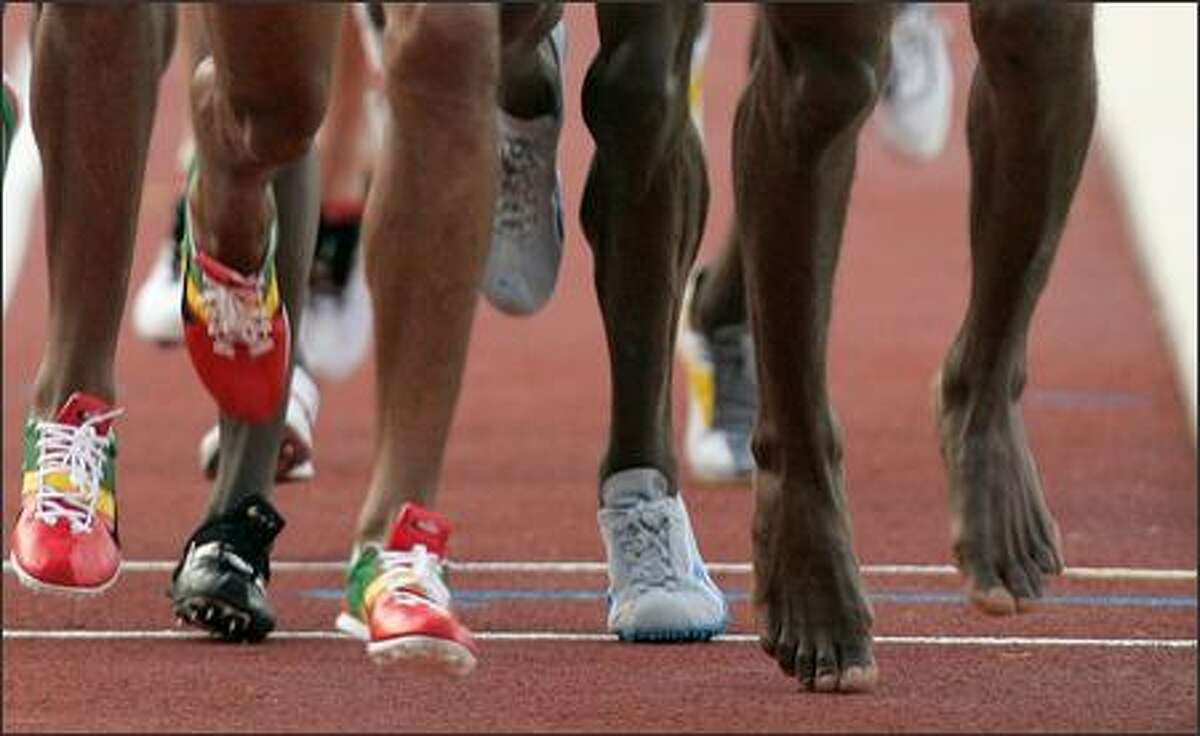 Central Africa's Gloum Benipepe Degoto,right, runs with bare feet during the men's 500m final in the 9th All Africa Games in Algiers, Algeria, Sunday, July 22, 2007.(AP Photo/Lionel Cironneau)