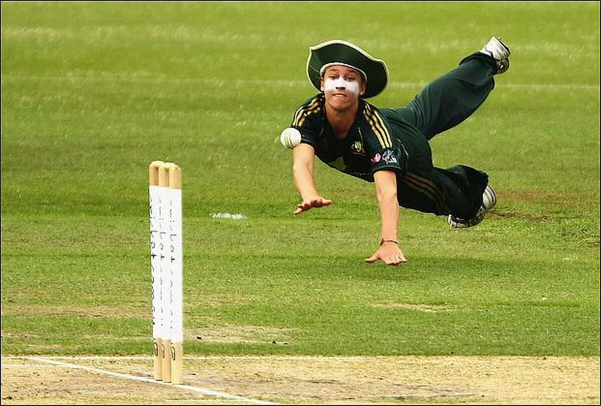 Delissa Kimmince of Australia throws at the stumps during the first women`s one day international match between the Australian Southern Stars and India at Hurstville Oval in Sydney, Australia. (Photo by Brendon Thorne/Getty Images)