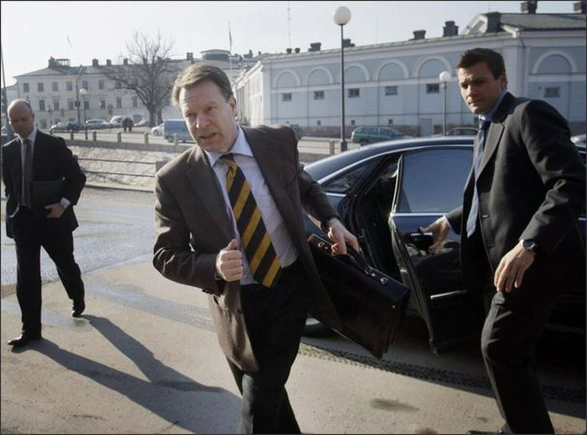 Finnish Foreign Minister Ilkka Kanerva (center) rushes to meet his Swedish and Norwegian colleagues in Helsinki Finland on Monday. - Story: Finland's foreign minister ousted