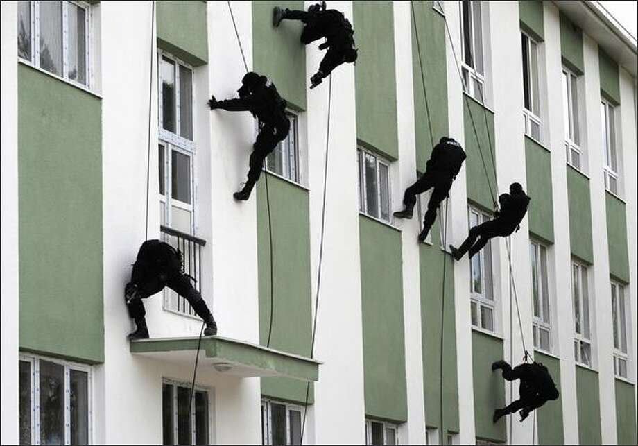 Special Forces policemen rappel down a building during a demonstration for Macedonian Police Day in Skopje. REUTERS/Ognen Teofilovski Photo: Reuters / Reuters