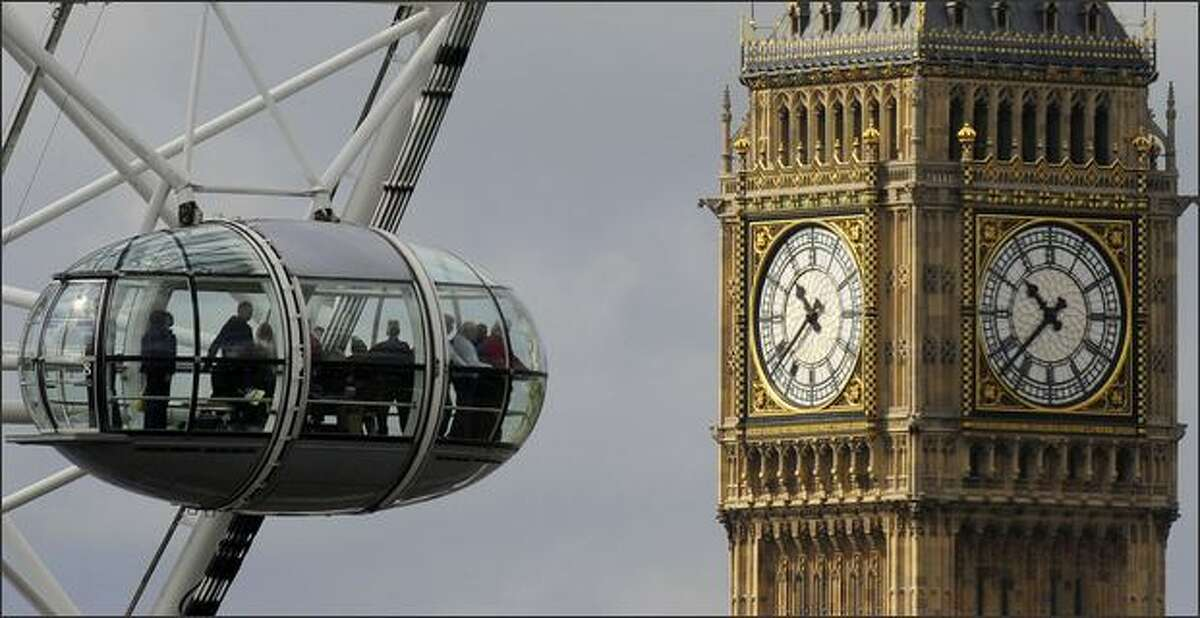 Passengers in pods on the London Eye pass the Houses of Parliament in central London. Britons angered by their MPs' lavish expense claims say they will exact revenge at the ballot box next month, with Labour set to be the prime target. REUTERS/Toby Melville (BRITAIN POLITICS)