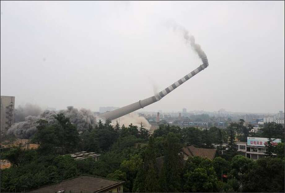 The chimney of Chengdu Huaneng Power Plant is demolished in Chengdu of Sichuan Province, China. The 688.8-foot-high chimney was demolished following the shutdown of the plant as part of Chengdu's project to reduce pollution. Photo: Getty Images / Getty Images