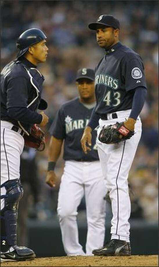 Mariner's pitcher Miguel Batista talks to catcher Kenji Johjima just before leaving the game with an injury in the second inning against the Oakland A's. Photo: Gilbert W. Arias, Seattle Post-Intelligencer / Seattle Post-Intelligencer