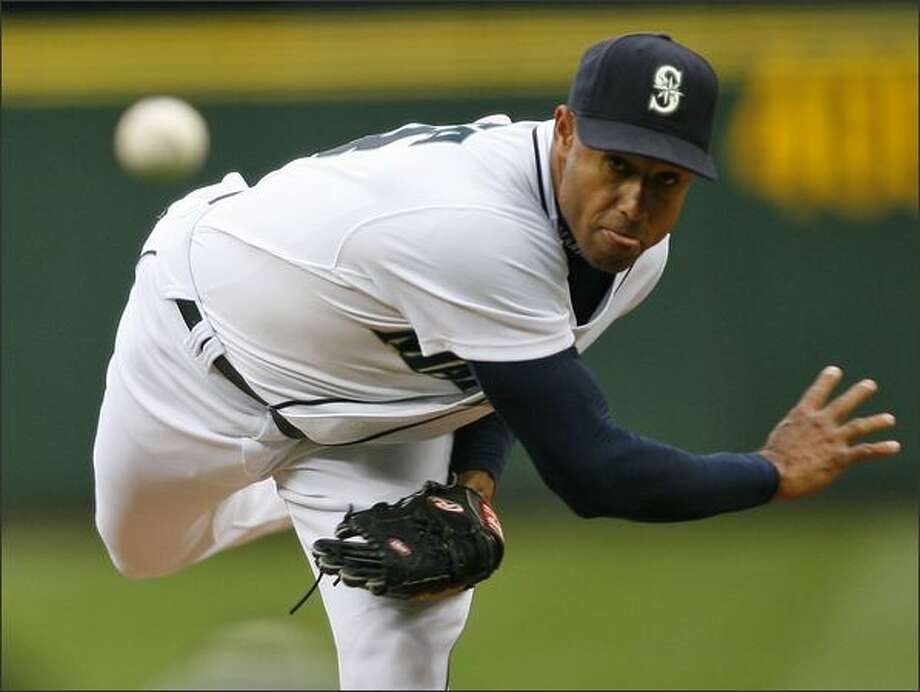 Seattle Mariners Miguel Batista starts against the Texas Rangers. Photo: Mike Urban, Seattle Post-Intelligencer / Seattle Post-Intelligencer