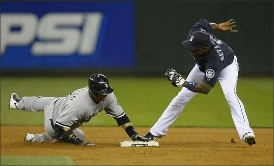 Seattle's Yuniesky Betancourt reaches for the out on Chicago's A.J.Pierzynski in the 6th inning at Safeco Field. Photo: Gilbert W. Arias, Seattle Post-Intelligencer / Seattle Post-Intelligencer