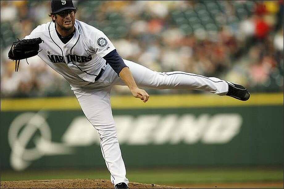 Ryan Rowland-Smith pitches during the fourth inning. Photo: Kristine Paulsen, Seattle Post-Intelligencer / Seattle Post-Intelligencer