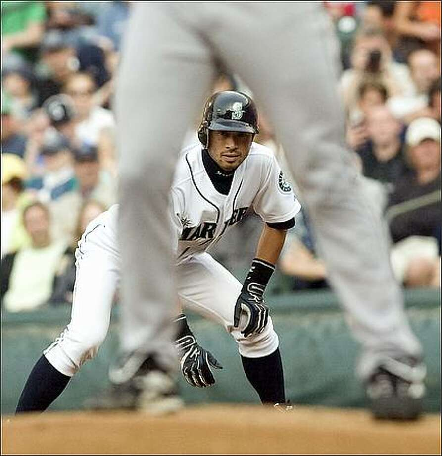 Ichiro Suzuki watches Tigers starting pitcher Justin Verlander pitch the first inning. Photo: Grant M. Haller, Seattle Post-Intelligencer / Seattle Post-Intelligencer