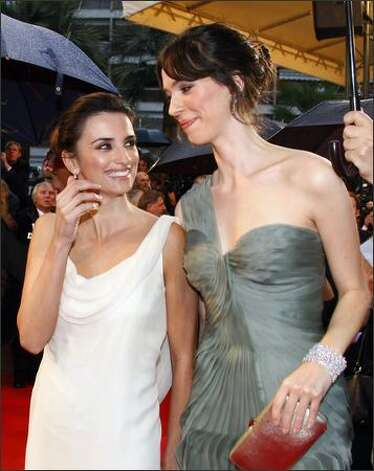 "Penelope Cruz talks to Rebecca Hall as they arrive at the premiere for the film ""Vicky Cristina Barcelona."" Photo: Getty Images / Getty Images"
