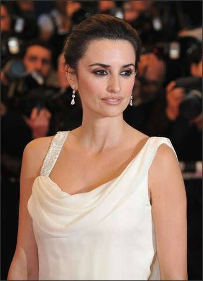 "Penelope Cruz arrives at the premiere for the film ""Vicky Cristina Barcelona."" Photo: Getty Images / Getty Images"