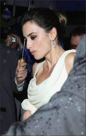 "Penelope Cruz departs from the premiere for the film ""Vicky Cristina Barcelona."" Photo: Getty Images / Getty Images"