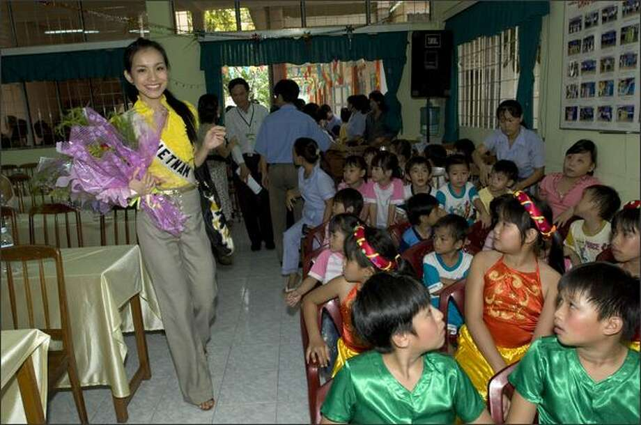 Nguyen Thuy Lam, Miss Vietnam 2008, visits the Tam Binh Center Orphanage in Ho Chi Minh City on June 23. Photo: Miss Universe L.P., LLLP / Miss Universe L.P., LLLP