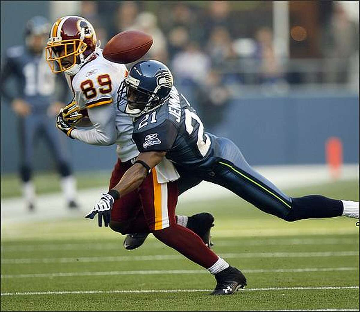 Seattle Seahawks cornerback Kelly Jennings breaks up a pass play for Washington Redskins wide receiver Santana Moss during the first quarter.
