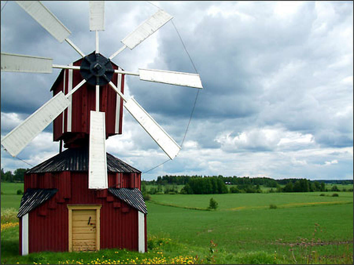 """""""Take a picture of me!"""" insisted the windmill whiling away its time in a central Finland farm field. So I did."""