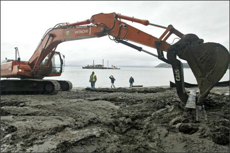 Project managers from the Army Corps of Engineers and contractor Marine Vacuum Service check on the progress of the Seahurst Park Shoreline Restoration Project in Burien during a beach walk. Photo: Mike Urban, Seattle Post-Intelligencer / Seattle Post-Intelligencer