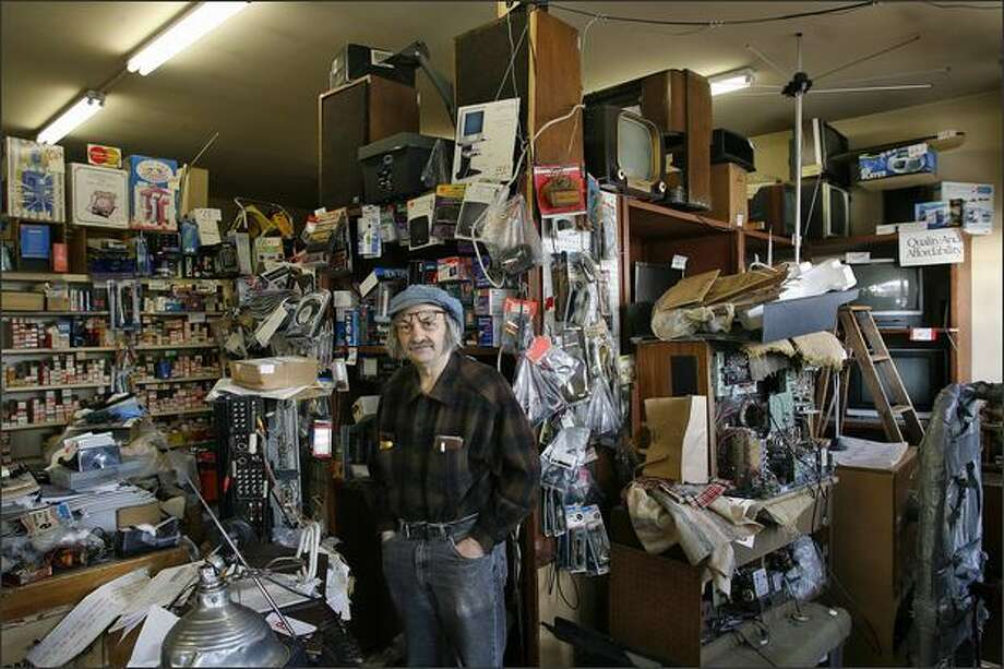 Steve Rubstello, owner of Adams TV is closing his Fremont television repair shop. Photo: Mike Urban, Seattle Post-Intelligencer / Seattle Post-Intelligencer