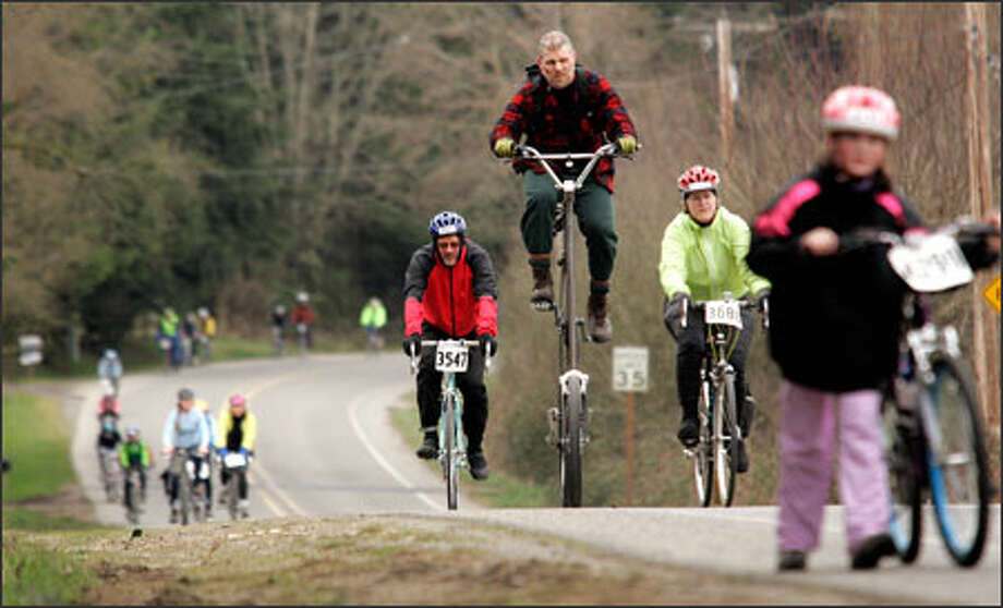 Aaron Goss of Seattle is riding high on a custom tower bike along the 33-mile Chilly Hilly bike course on Bainbridge Island. The route has 2,675 feet of hilly climbing. Photo: Harley Soltes, Special To The Seattle Post-Intelligencer / Harley Soltes 2006