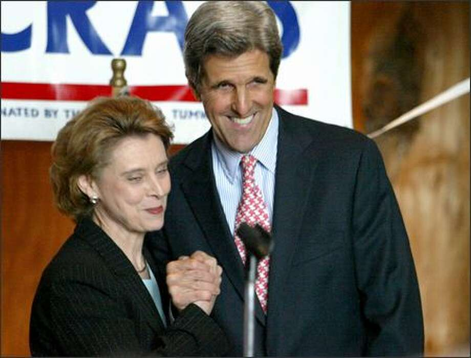 Gov. Christine Gregoire shares the spotlight with Sen. John Kerry at a fund-raiser in Seattle to help the state Democratic Party pay costs in the election challenge. Photo: Meryl Schenker, Seattle Post-Intelligencer / Seattle Post-Intelligencer