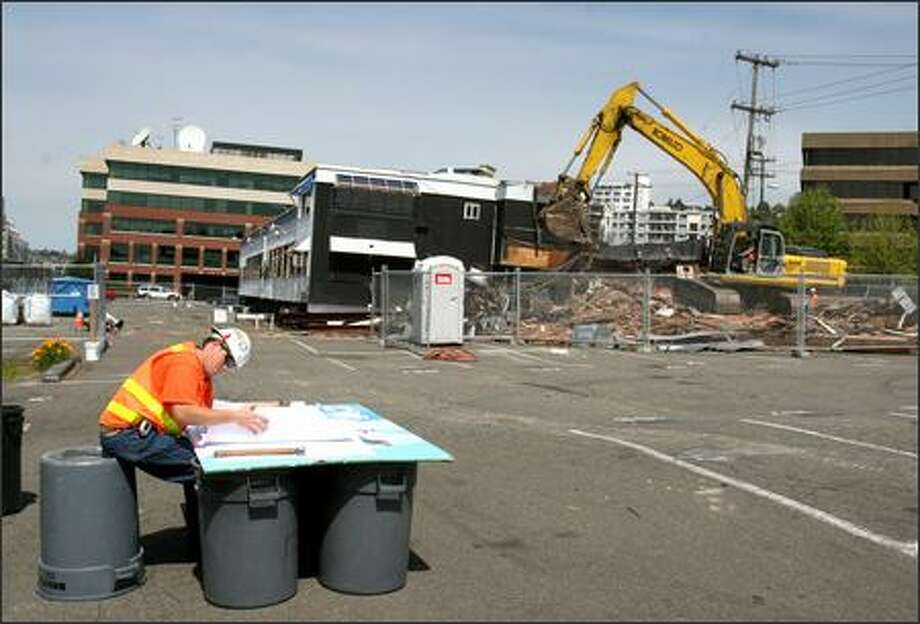 Chris Trentham of Lease Crutcher Lewis oversees demolition at 333 Elliott Ave. W. near Seattle's Myrtle Edwards Park on Wednesday. The site was formerly home to Ivar's Captain's Table restaurant and most recently Club FX.  Martin Selig Real Estate plans a five-floor, 150,000-square-foot office building on the property by July 2007. Photo: Meryl Schenker, Seattle Post-Intelligencer / Seattle Post-Intelligencer