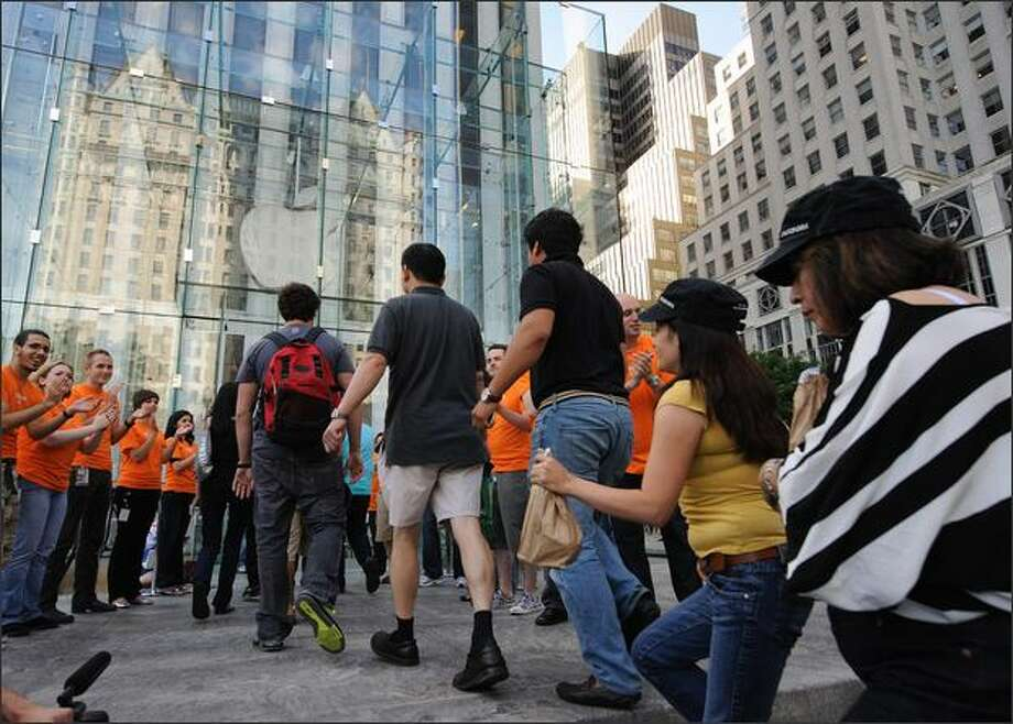 When the iPhone 3Gs went on sale in New York at 8 a.m. on July 11, 2008, the about 1,000 people in line were applauded by Apple employees. Photo: Getty Images / Getty Images