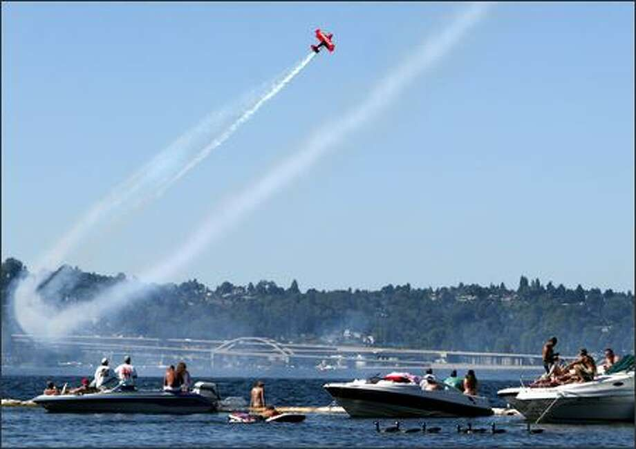 The Oracle Challenger swoops low over Lake Washington during the air show. Photo: Joshua Trujillo, Seattlepi.com / seattlepi.com