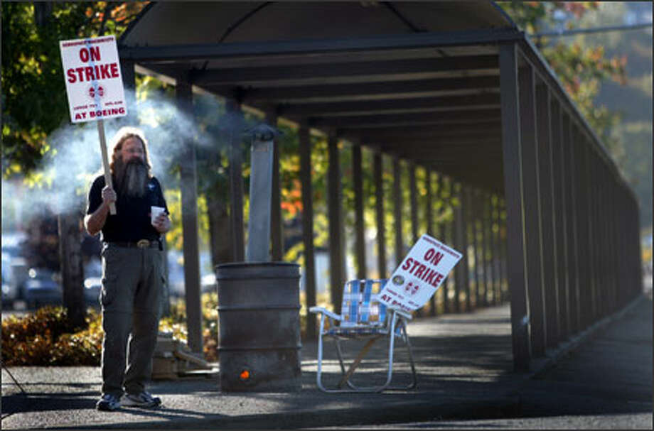 """Dan Church pickets at Boeing's Renton facility Sunday. """"We have shown the American people we can stand up and get a multinational corporation to do the right thing,"""" the union told its members Sunday night. """"You defeated every takeaway proposal the company put forth."""" Photo: Joshua Trujillo, Seattlepi.com / Seattle Post-Intelligencer"""