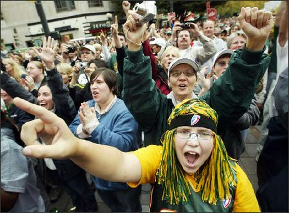 Storm fan Kim Bowen, 17, of Auburn was one of thousands that turned out for the city's celebration of the Seattle Storm's WNBA championship at the Westlake Center on Friday. Photo: Dan DeLong, Seattle Post-Intelligencer / Seattle Post-Intelligencer