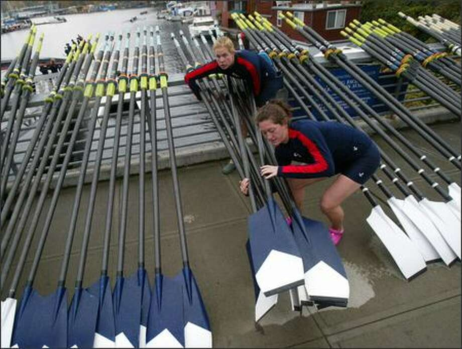 Jessica Kecarnik, front, and Kelly Steinhaus of Gonzaga University's varsity rowing team grab their oars before heading out on Lake Union Sunday. The Head of the Lake Regatta was canceled because of high winds, but the women went for a row anyway. Photo: Karen Ducey, Seattle Post-Intelligencer / Seattle Post-Intelligencer