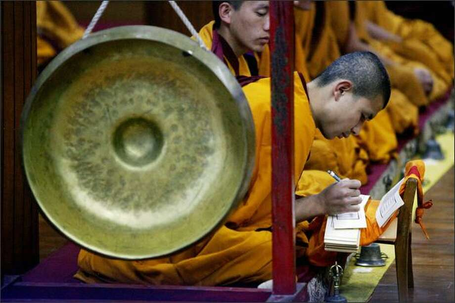Tibetan monks in exile offer prayers at the Tsuglakhang Temple in Dharamshala on Sunday. Leading Tibetan exiles gathered in India ahead of a week of discussions that could transform how the movement pursues its decades-old struggle with Chinese rule in Tibet. Photo: Getty Images / Getty Images