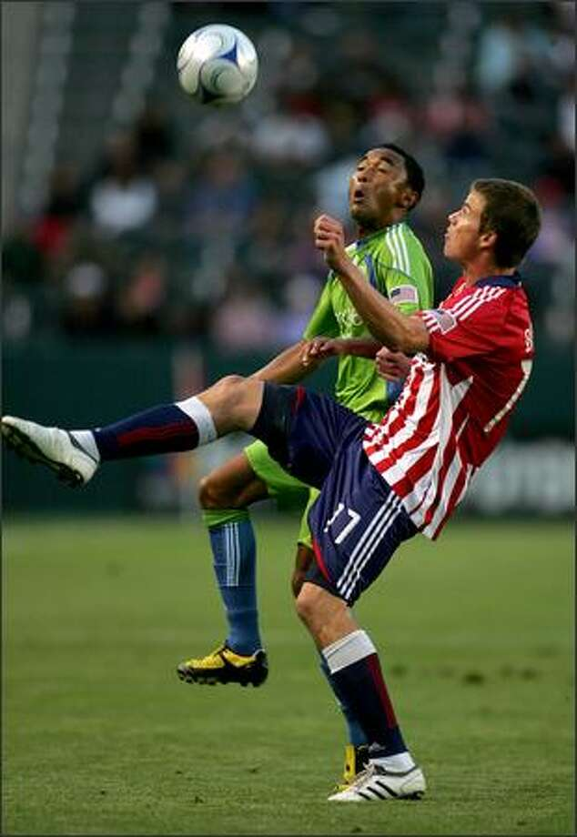 James Riley of Seattle Sounders FC and Justin Braun of Chivas USA vie for ball possession in the first half during an MLS match at The Home Depot Center in Carson, Calif., on Saturday, June 6, 2009. Photo: Getty Images / Getty Images