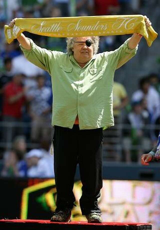Seattle glass artist Dale Chihuly, pictured receiving a scarf prior to the friendly match between Chelsea FC and Seattle Sounders FC on July 18, 2009. Photo: Getty Images / Getty Images
