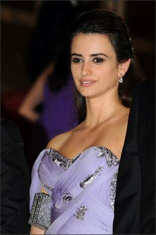 "Actress Penelope Cruz departs the ""Broken Embraces"" premiere held at the Palais Des Festivals. Photo: Getty Images / Getty Images"